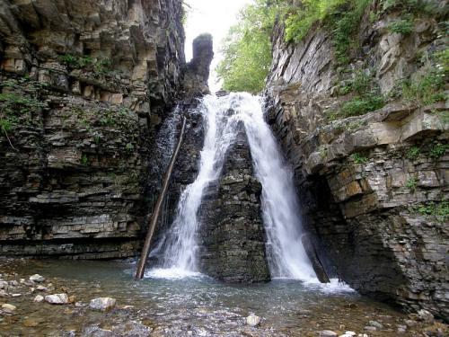 Bukhtivetskiy waterfall
